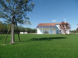 Casas de estilo clásico de Laboratorio di Architettura di Lamon Arch. Luciano Clásico