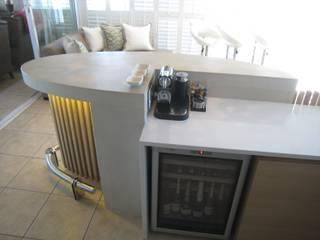 Van Niekerk bar counter:  Dining room by Stoneform Concrete Studios