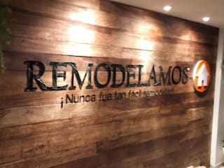 Terminando el mural: Edificios de oficinas de estilo  por Remodelamos.casa