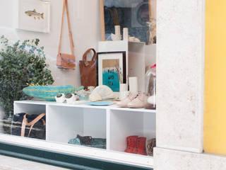 ICON decoração loja por ICON Life & Style Moderno