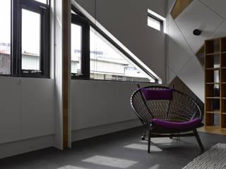 Living room by 洪文諒空間設計