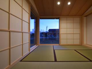 Salones de estilo  de 水野設計室