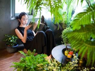 一室綠物,與人相近,生命不必多言,也安然滋長。:  庭院 by 本晴設計
