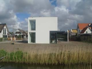 Modern houses by Studio Blanca Modern