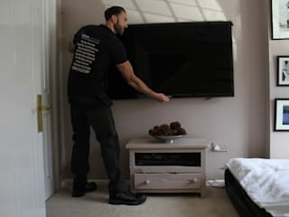 TV wall mounting Lechlade by Lechlade Aerials Modern