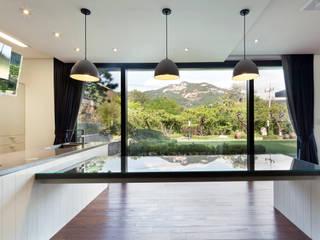 (주)건축사사무소 모도건축 Sala da pranzo moderna Legno Bianco