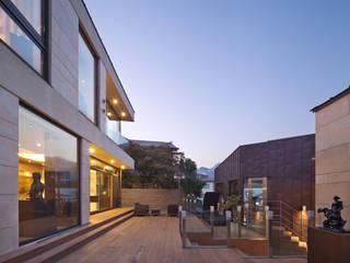 (주)건축사사무소 모도건축 Giardino moderno Legno Marrone