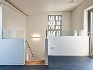 여림 주택 내부 모던스타일 침실 by 건축사사무소 어코드 URCODE ARCHITECTURE 모던 우드 우드 그레인