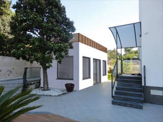 Ristrutturazione di Depandance in villa privata - Veduta Foto-Realistica dopo l'intervento:  in stile  di Studio Tecnico Resta e Associati
