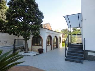 Ristrutturazione di Depandance in villa privata - Prima dell'intervento:  in stile  di Studio Tecnico Resta e Associati