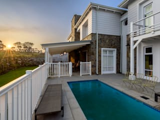 Colonial style pool by Gelding Construction Company (PTY) Ltd Colonial