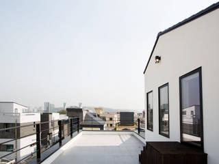 Casas modernas por 창조하우징 Moderno