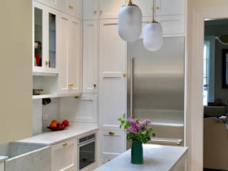 Classic style kitchen by Lorraine Bonaventura Architect Classic