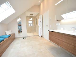 Modern bathroom by INNEN LEBEN Modern Tiles