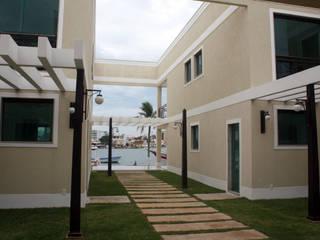 Condomínio de Casas Cabo Frio: Casas  por DHN arquitetura,Clássico