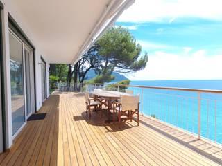 Villa sul mare con tende in vetrocamera ScreenLine di PELLINI SPA Classico