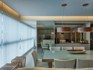 Apartamento Jovem Casal : Salas de jantar  por Renata Basques Arquitetura e Design de Interiores,Moderno