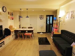小空間大利用:  客廳 by 豪斯室內空間設計