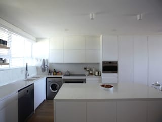 Kunst Architecture & Interiors Modern kitchen