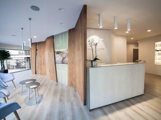 Clinica de estética Carolina de la Rosa Clínicas de estilo minimalista de Kubbs Barcelona Minimalista