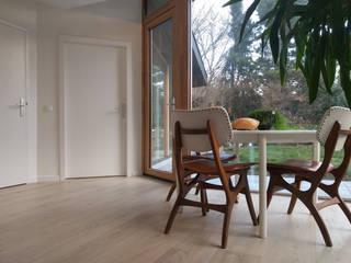 Modern dining room by Marks - van Ham architectuur Modern