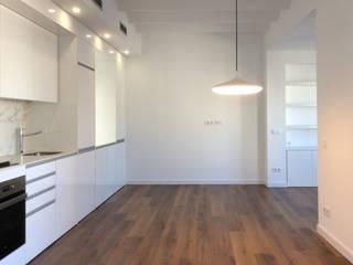Casa Born -50 m²-, Barcelona. Cocinas de estilo moderno de GokoStudio Moderno