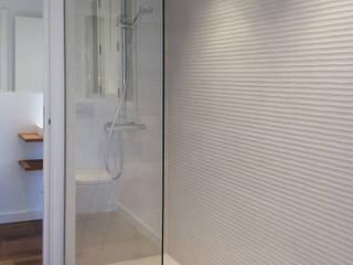 Casa Born -50 m²-, Barcelona. Baño.: Baños de estilo  de GokoStudio