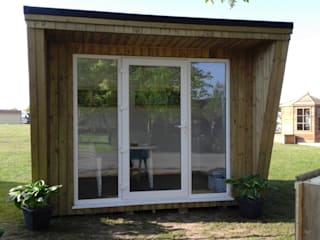 Garden Studio:  Study/office by Pristine Garden Rooms