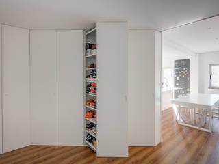 Contexto ® Pasillos, vestíbulos y escaleras de estilo minimalista Derivados de madera Blanco