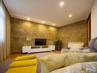 Remodelação interior: Salas de estar  por sandra almeida arquitectura e interiores