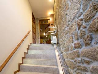 Remodelação interior: Corredores e halls de entrada  por sandra almeida arquitectura e interiores