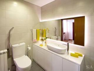 Remodelação interior: Casas de banho  por sandra almeida arquitectura e interiores