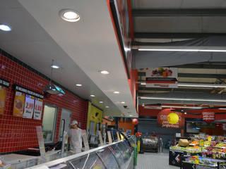 Iluminação LED Comercial - INTERMARCHÉ DE MARINHAIS: Espaços comerciais  por Lux Concept - Iluminação LED,Industrial