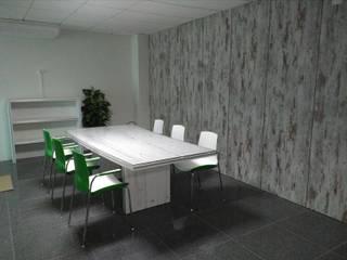 Mobiliário de escritório por Avilop, Equipamento e Decoração de Espaços Interiores, lda Moderno