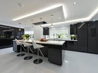 Cheshire Kitchen:  Kitchen by Diane Berry Kitchens
