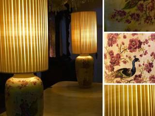 Par de candeeiros em porcelana japonesa , séc XIX. Abajures  em seda . Dim: 123 cm / 63 cm :   por Antiguidadesportugal