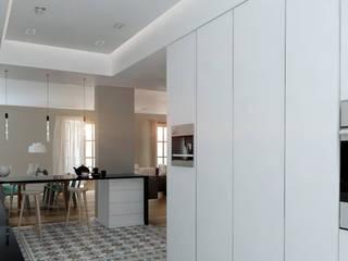 Balmes -240m²-, Barcelona. Cocina.: Cocinas de estilo  de GokoStudio