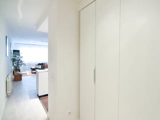 ห้องโถงทางเดินและบันไดสมัยใหม่ โดย GokoStudio โมเดิร์น