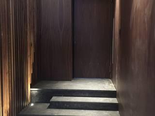 CASA ALCABRE Pasillos, vestíbulos y escaleras de estilo moderno de EAU ARQUITECTURA S.L.P. Moderno
