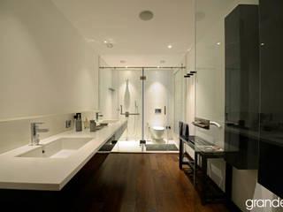 Bathroom by Grandeur Interiors, Modern