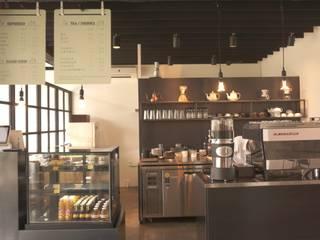모안 (카페 & B&B): atelierBASEMENT의  바 & 카페