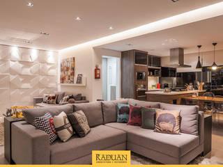 Sala de Estar + Terraço Gourmet: Salas de estar  por Raduan Arquitetura e Interiores