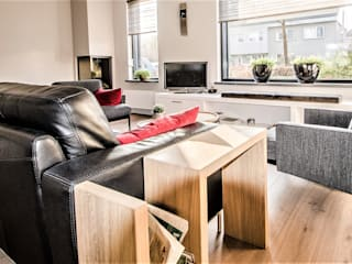 Van Toledo interieurontwerp & advies ห้องนั่งเล่นชั้นวางทีวีและตู้วางทีวี ไม้ White