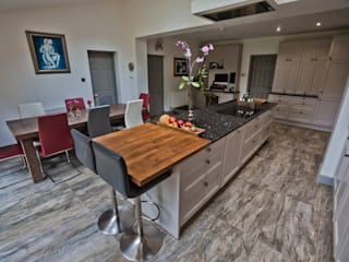 Cheadle, Cheshire Colonial style kitchen by Chrome Studios Colonial