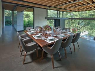 Sala da pranzo moderna di grupoarquitectura Moderno