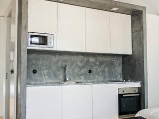 Remodelação de edificio Rua do Almada _Porto:   por miguel lima amorim - arquitecto - arquimla,Moderno