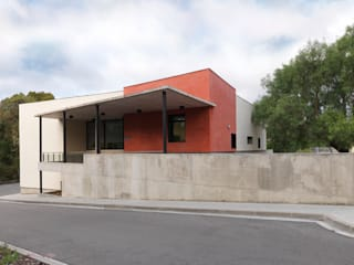 LABORATORIO PARA LA MANCOMUNIDAD PENEDÈS-GARRAF, VILAFRANCA Casas de estilo moderno de Irabé Projectes Moderno