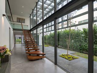 CASA DEL PARQUE Pasillos, vestíbulos y escaleras modernos de espacio NUEVE CERO UNO Moderno