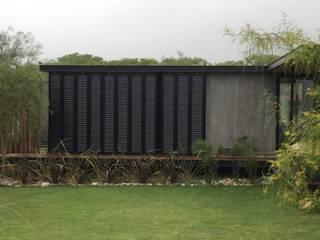 Ampliación Casa VA: Casas de estilo  por Development Architectural group