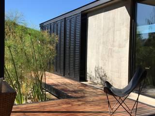 Ampliación Casa VA: Jardines de estilo  por Development Architectural group